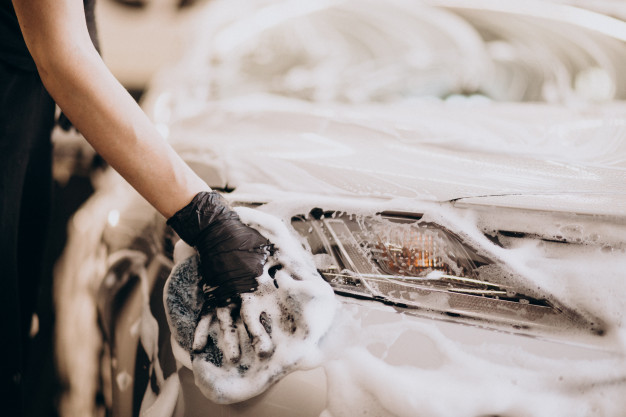 auto wassen met autoshampoo