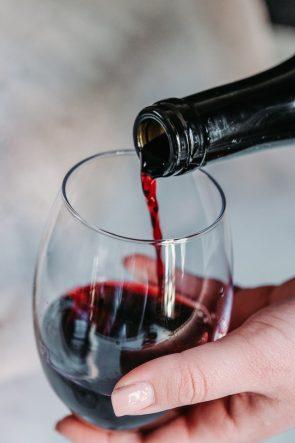 rode wijn drinken